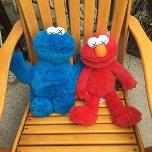 *Double Boxed shipping UNIQLO x KAWS x Sesame Street Plush Doll Toy Complete Box